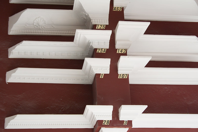 Taller y almac n decoraci n de interior y exterior escayolas mu oz - Molduras de escayola para techos ...
